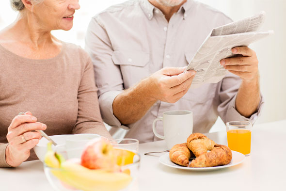 couple-eating-breakfastjpg